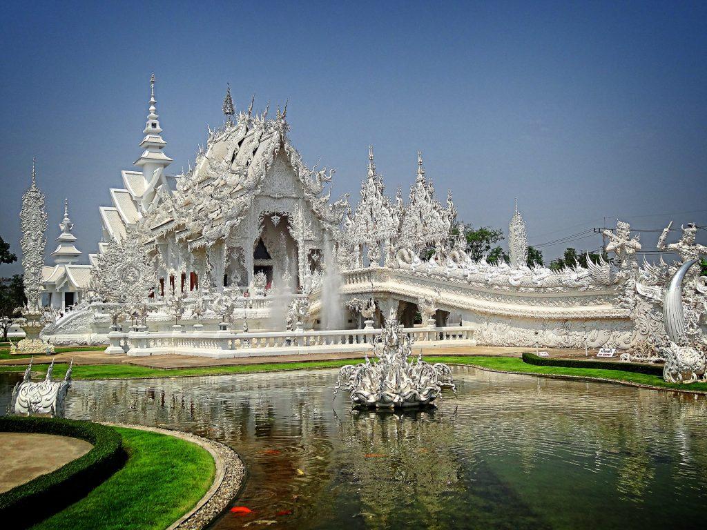 white temple chiang rai thaïlande