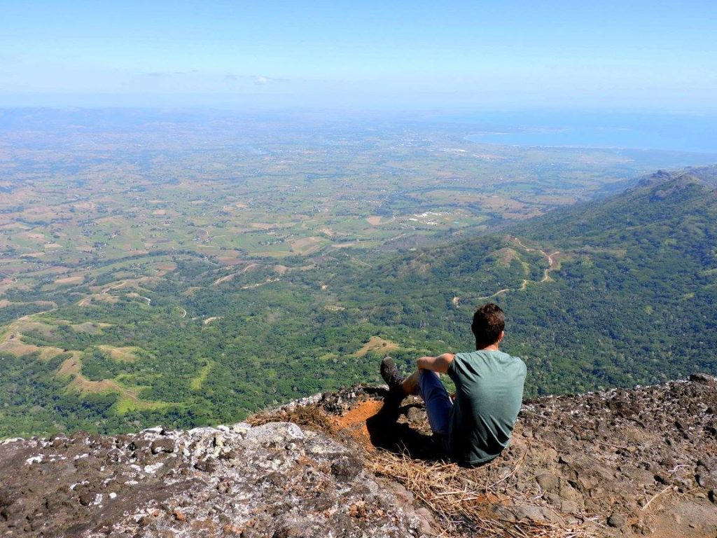 réaliser ses rêves d'aventures at the top of Mount Batilamu, fidji