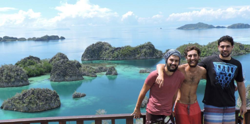 moi et mike à raja ampat, réalisant nos rêves de voyage