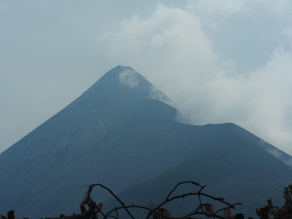 Photo du volcan fuego au guatemala