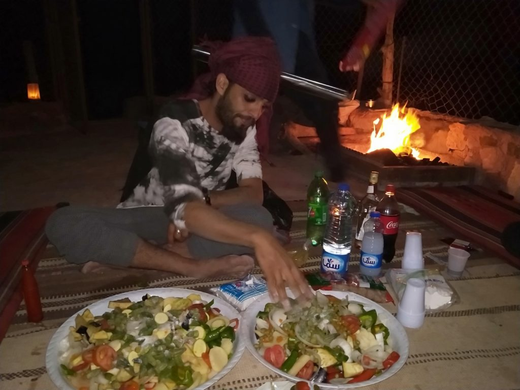 le dinner dans la grotte à pétra