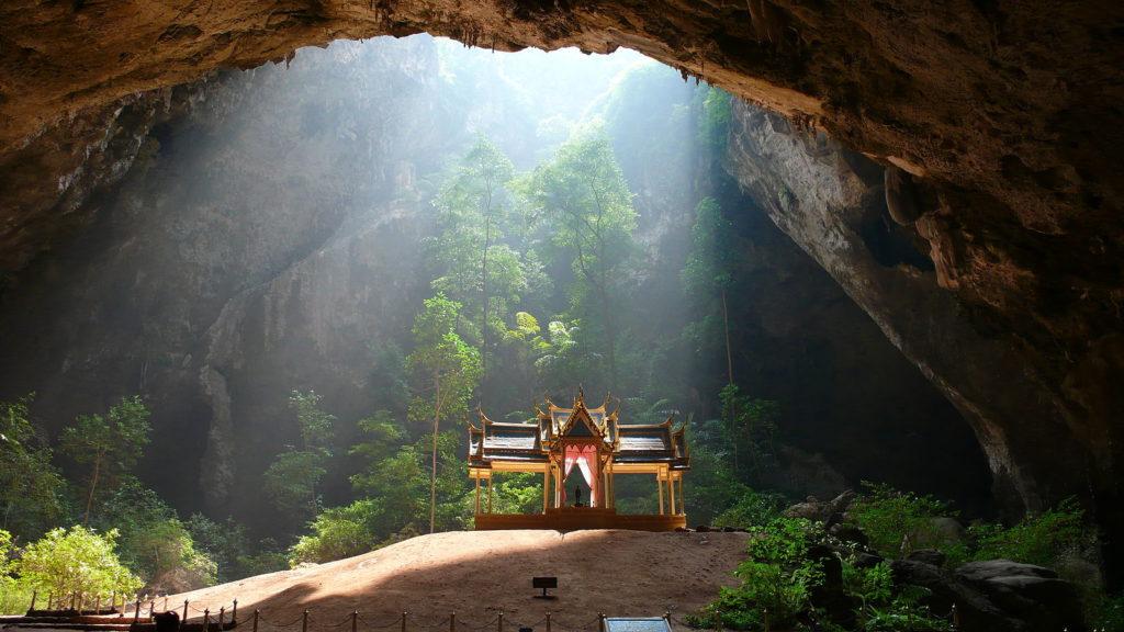 que faire en thailande : découvrir la grotte Phraya Nakhon