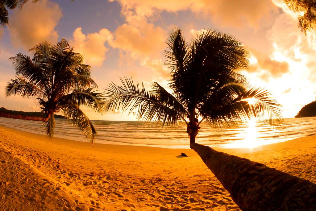 coucher de soleil sur la plus belle plage de koh kood en thailande